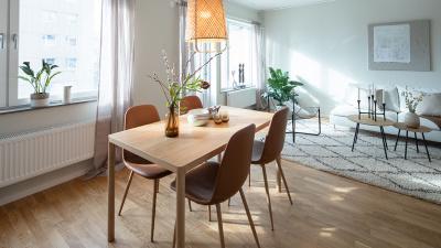 Interörbild Öppen planlösning - Köksbord och vardagsrum